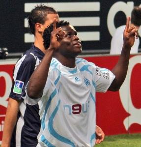 Myös mm. AC Milania edustanut Taiwon tuulettaa Marseillen paidassa. Kuva: Wikimedia Commons / larckange13